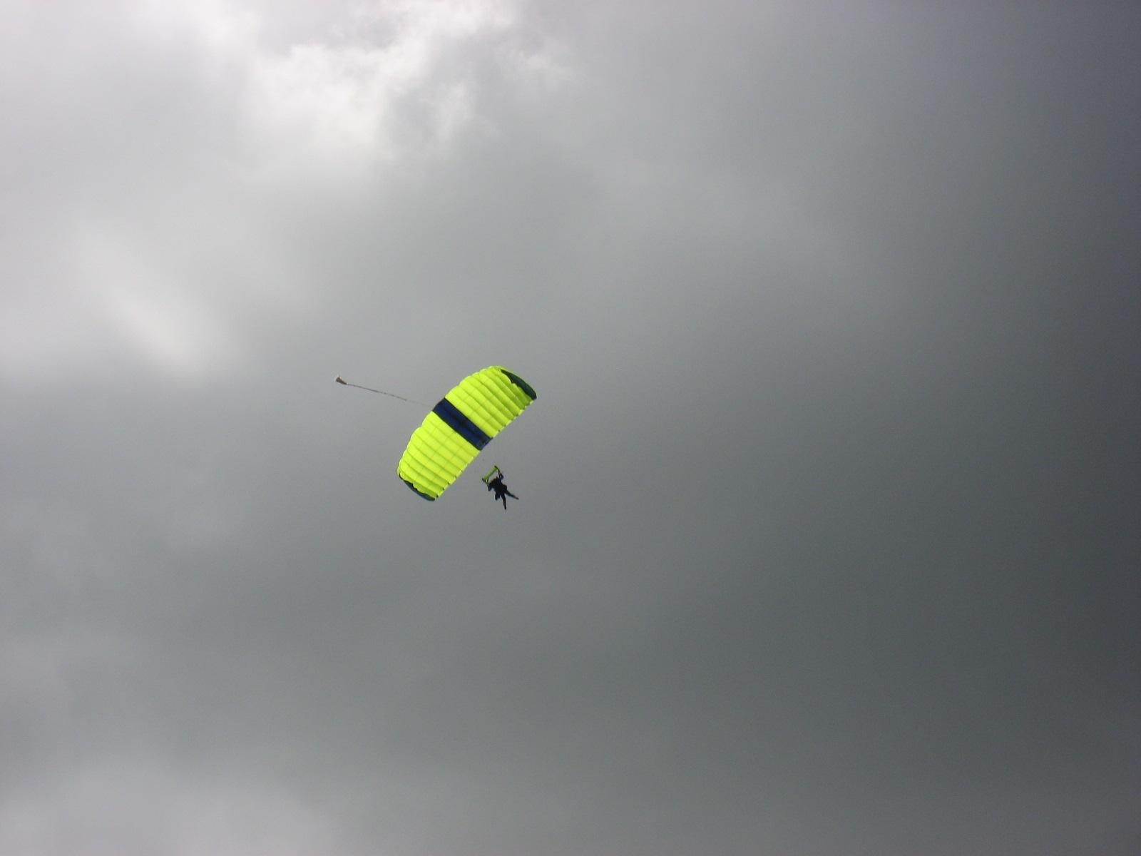 skydivers 014